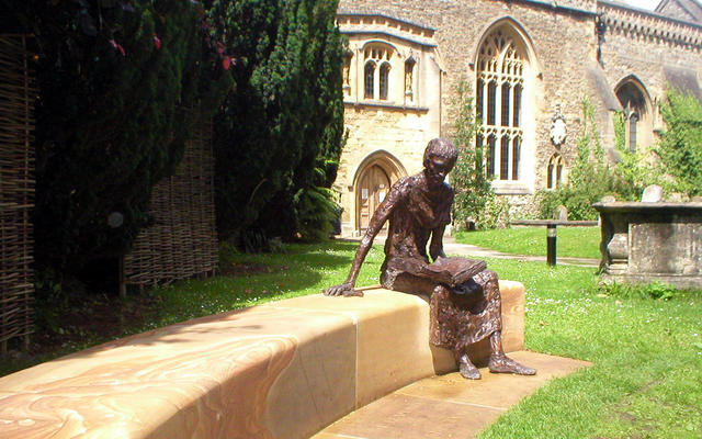 A sculpture of St. Edmund of Abingdon in front of St. Edmund Hall's library.