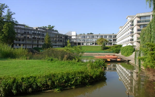 Wolfson College, with the river in the foreground