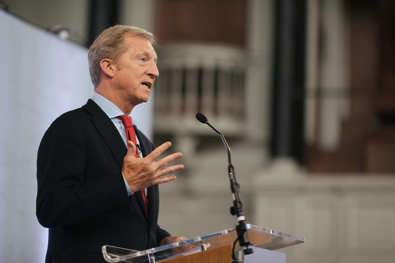 Tom Steyer delivering his lecture
