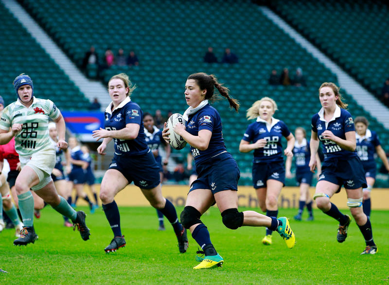 Sophie Trott, playing for Oxford in the Varsity Match, running with the ball, with team mates in support