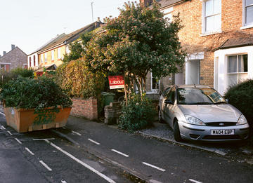 Photo of a Labour support placard outside a house in East Oxford